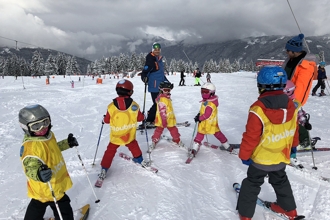Skiing_with_Children
